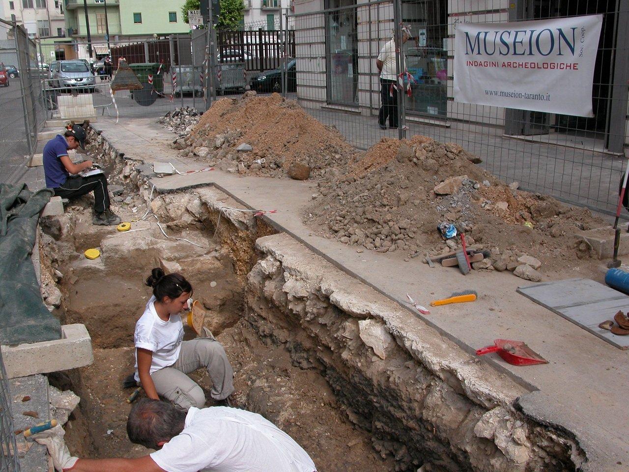 Sorpresa archeologica e sospensione lavori